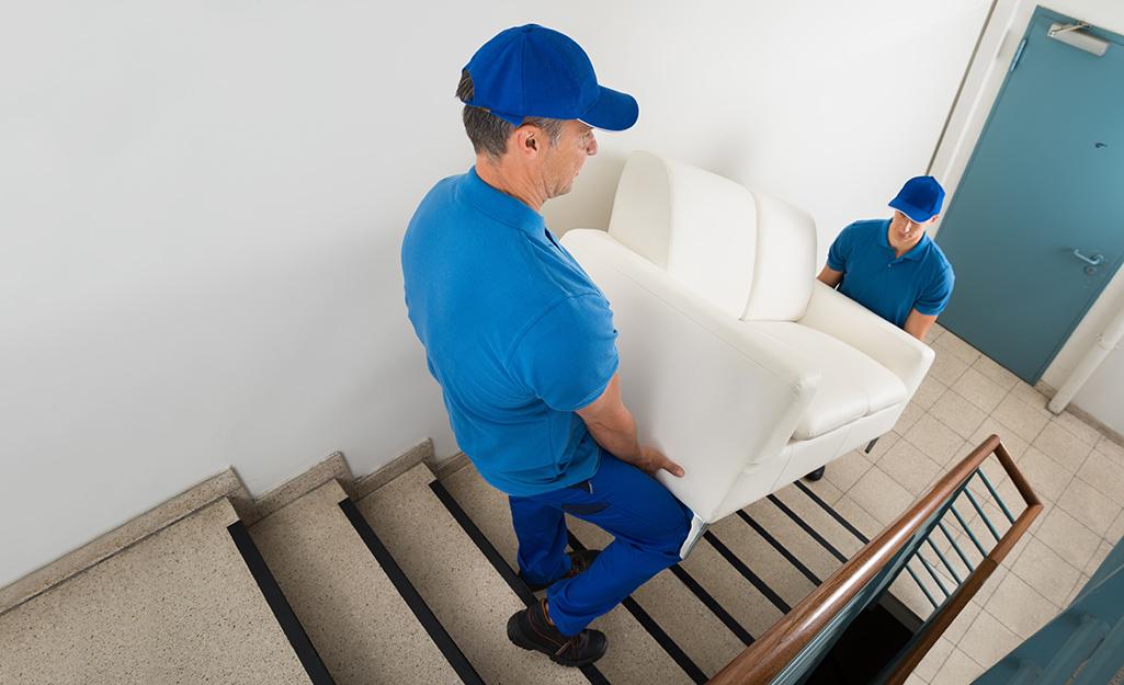 flytthjälp att flytta tunga möbler
